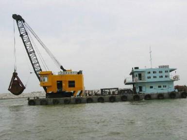 耙吸式挖泥船